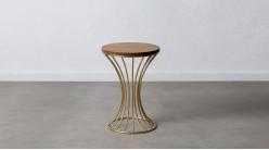 Table d'appoint ronde en métal doré et bois de sapin brut, forme d'hyperbole, ambiance moderne chic, 53cm