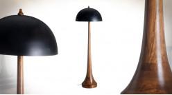 Grand lampadaire en bois de manguier massif et abat jour en métal noir charbon type coupole Ø50cm, 155cm