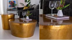 Grande table basse en métal effet bloc cylindrique, finition doré ancien reflets bronze, ambiance moderne, Ø85cm