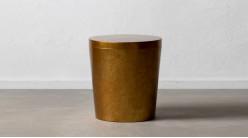 Table d'appoint effet bloc de métal, finition dorée reflets bronze, ambiance contemporaine, Ø50cm