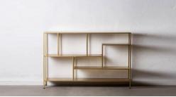 Etagère en métal compartimentée sept espaces, finition dorée effet brossé, ambiance linéaire moderne, 130cm