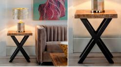 Table d'appoint carrée en teck blanchi et métal charbon, piètement croisé, ambiance moderne, 60cm