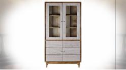 Vitrine en bois d'acacia finition naturelle, motifs géométriques patinés blanc ambiance Boho, 192cm