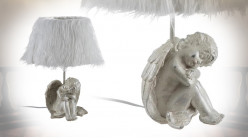 Lampe ange en résine avec abat-jour à poils longs, finition blanc et argentée vieilli, 41cm