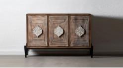 Buffet trois portes en bois sculpté, ambiance moderne finition brute naturelle, 133cm