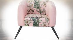 Fauteuil en polyester finition rose pale esprit vieille tapisserie aux motifs fleuris et de paons ambiance rétro, 71cm