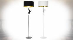 Série de 2 lampadaires en résine finition noire et blanche avec représentation de singes ambiance moderne, 166cm