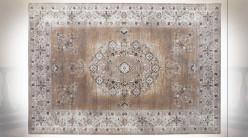 Tapis en coton et polyester finition vieillie aux motifs de fleurs ambiance orientale, 240cm