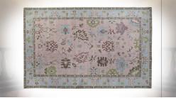 Tapis de style oriental en coton et polyester finition rose poudré et bleu ciel aux motifs de fleurs, 240cm