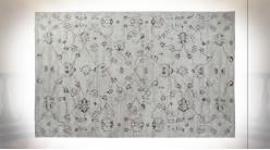 Tapis en coton et polyester finition blanc crème aux motifs de fleurs ambiance shabby chic, 240cm
