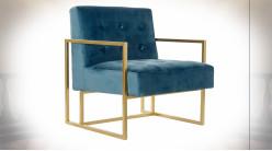 Fauteuil en tissu capitonné effet velours finition bleu marine et pieds en métal doré ambiance moderne, 76cm