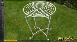 Petite table de jardin ronde en métal patine blanc antique