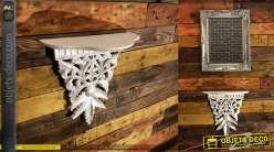 Etagère applique baroque en bois patine blanche à l'ancienne