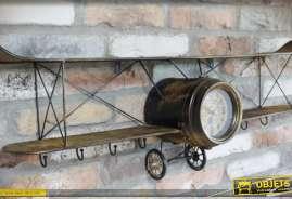 Déco murale en métal en forme d'ancien avion bilplan de la première guerre mondiale, avec horloge en forme d'altimètre
