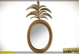 Miroir décoratif mural de style rétro et luxueux avec encadrement et ornementation en feuillages dorés