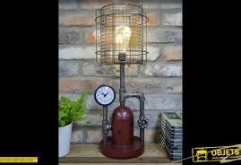Lampe originale en forme d'élément de machinerie industrielle, avec bombonne, manomètres, tuyaux, robinets, en métal.