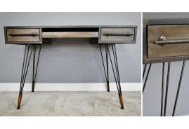 Bureau en métal esprit ancien atelier, finition vieillie avec notes bronze, deux tiroirs et plateau coulissant, 120cm de long