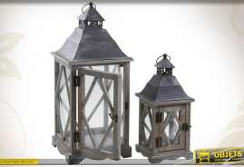 Duo de lanternes en bois, métal et verre, finition ancienne.
