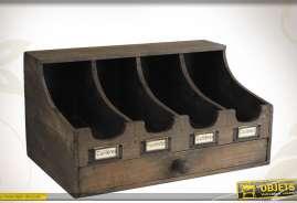 Accessoire de cuicine en bois viieilli, avec 4 compartiments et étiquettes.