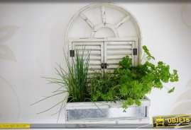 Jardinière de style rétron en forme de fenêtre en arcade avec persiennes et bac en zinc ancien