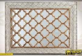 Miroir mural de style oriental, réalisé en métal, verre et bois, finition ancienne.