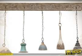 Suspension de style vintage réalisée en métal, pourvue de 5 luminaires vieillis.