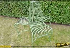Ensemble de 3 chaises de jardin en métal patiné vert, de style fer forgé.