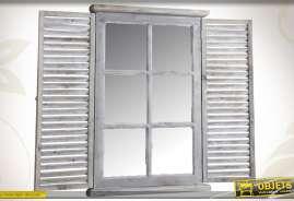 Miroir mural en forme de fenêtre, réalisé en bois et en verre, finition patinée.