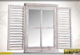 Miroi-fenêtre mural réalisé en bois et en verre, patiné blanc ancien.