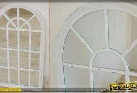 Miroir mural en forme de fenêtre en arcade, patine blanche finition vieillie.