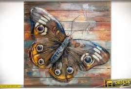 Grand tableau en bois et métal à motif de papillon multicolore en relief