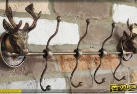 Porte manteaux mural à 4 doubles patères, en métal finition bronze vieilli avec 2 têtes de cerfs décoratives