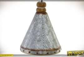 Suspension rétro et indus en métal cannelé gris vieilli et bois, forme conique