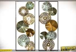 Séroe de deux décorations assorties de style abstrait : cadres en métal avec cercles texturés et ajourés finitions effets métaux.
