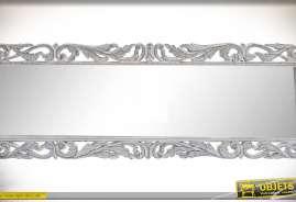 Long miroir rectangulaire en bois sculpté et ajouré avec encadrement de style baroque patine blanche effet vieilli
