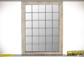 Miroir-fenêtre de style contemporain avec encadrement beige et grille à carreaux en métal