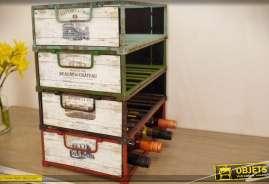 Ensemble de quatre caisses à bouteilles en bois et métal de style rétro, empilables.