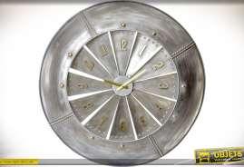 Horloge en métal inspirtation turbine de réacteur d'avion, finition aspect métal galvanisé gris et vieilli