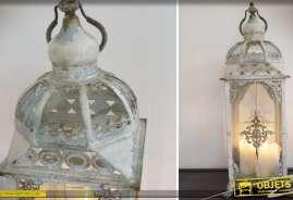Haute lanterne en métal de style rétro et romantique patinée gris clair à l'ancienne