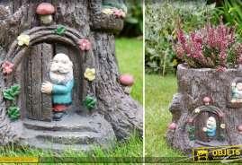 Pot de fleurs, jardinière en forme de souche d'arbre avec personnages et ornementation façon contes anciens