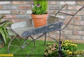 Brouette décorative en métal de style rétro et ancien pour déco jardin