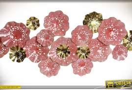 Très grande déco murale en métal de style romantique à motifs de fleurs roses ajourées et dorées
