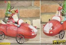 Décoration de Noël : la voiture rouge du Père-Noël