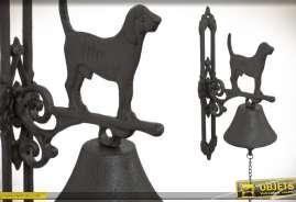 Cloche de porte en métal fondu avec potence murale et ornementation thème chien