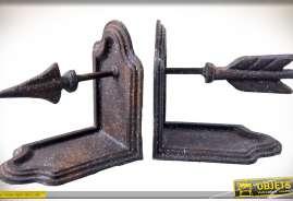 Serre-livres de style ancien en métal vielli et oxydé, motif flèche