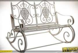Banc de jardin rétro en fer forgé et métal, avec piètement à bascule, finition gris clair antique.