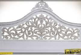 Tête de lit blanche en bois sculpté, motif feuillages ajourés, finition à l'ancienne