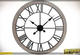 Horloge rétro et indus en bois et métal, façon ancienne roue de charrette, avec heures en chiffres romains