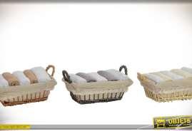 Ensemble de 15 serviettes de toilette en coton, présentées dans 3 paniers en osier. Coloris et finition variés.