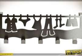 Porte-matneaux en inox argenté, thème fil à linge, avec 5 crochets.